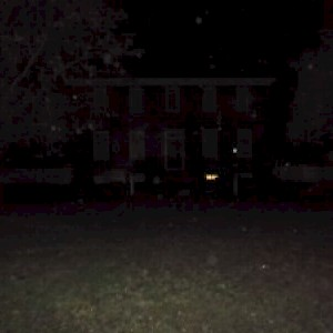 PHOTOGRAPHED! Wythe House Glow in Window during ghost tour in Williamsburg VA
